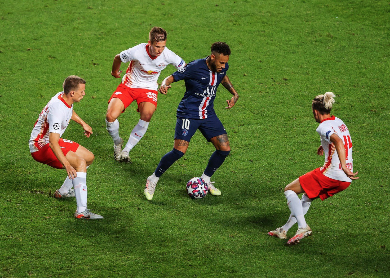 PSG stroll into Champions League final
