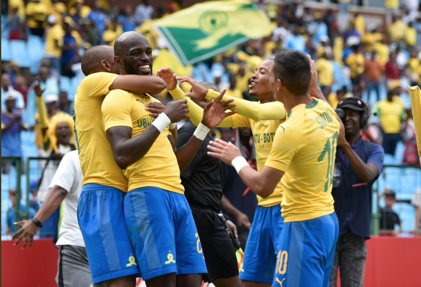 Sundowns part ways with Arendse and Laffor