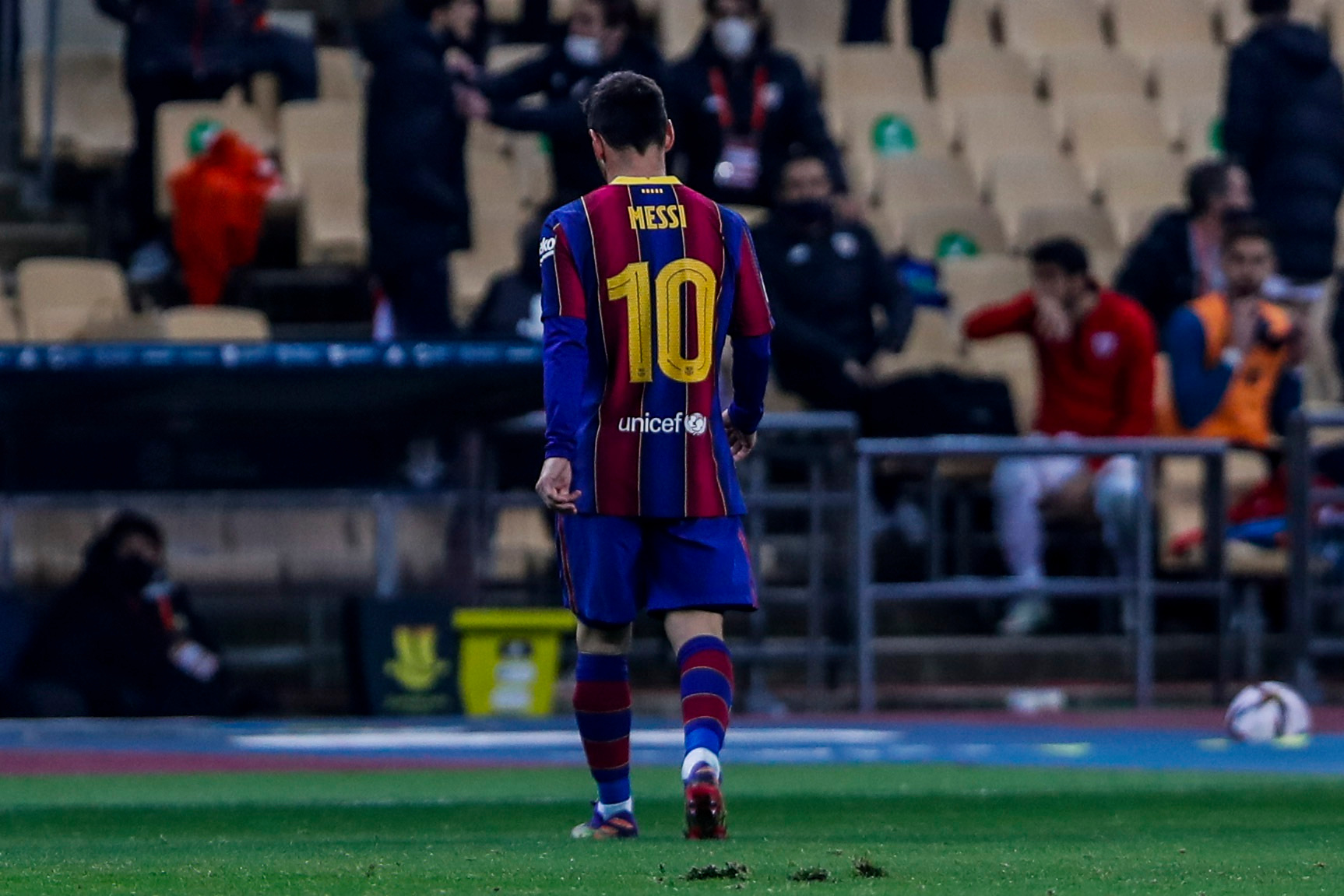 Is Messi ending his Barcelona era without a trophy?
