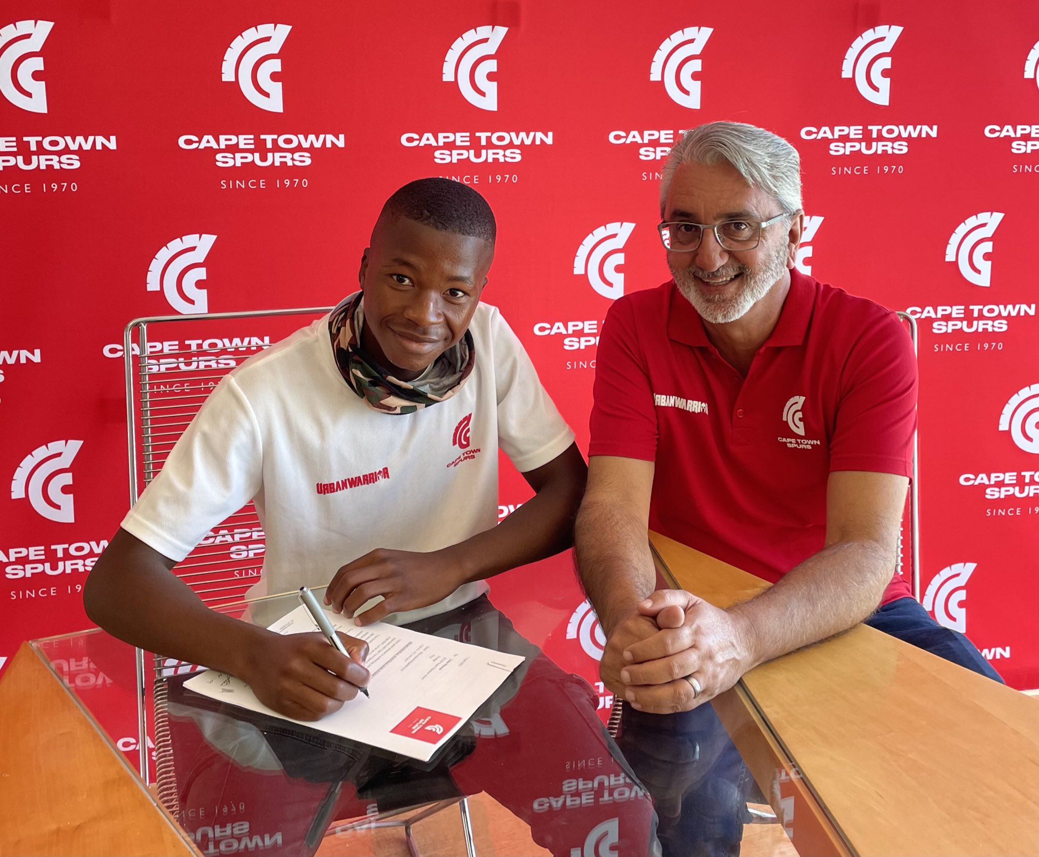 Cape Town Spurs continues the tradition as Litha Manzini signs professional contract with the club
